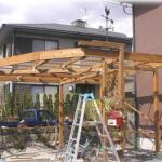 玄関アプローチの端に自転車小屋を作る