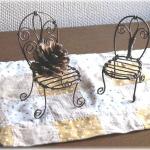 アールヌーボー風なデザインの椅子2脚