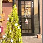 玄関ドアにドアスコープがつけられず死角があるため、防犯対策のためドアホーンをカメラ付に変えてみた時のレポート。